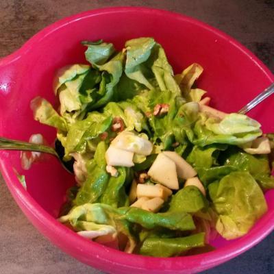 Salade aux pommes et noix